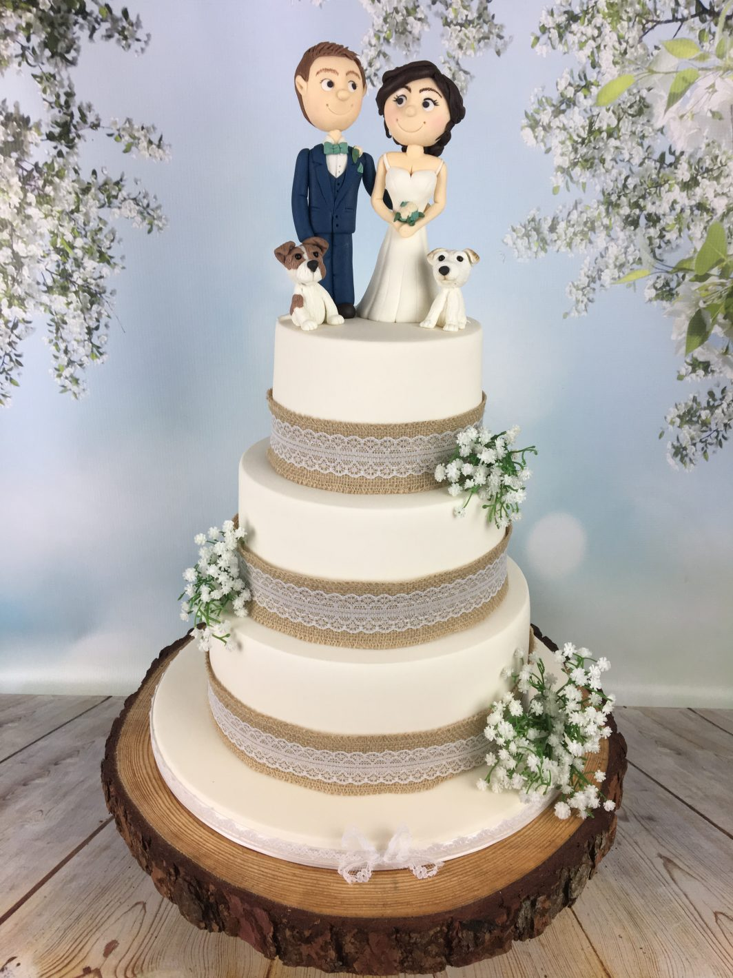 bride and groom topper wedding cake