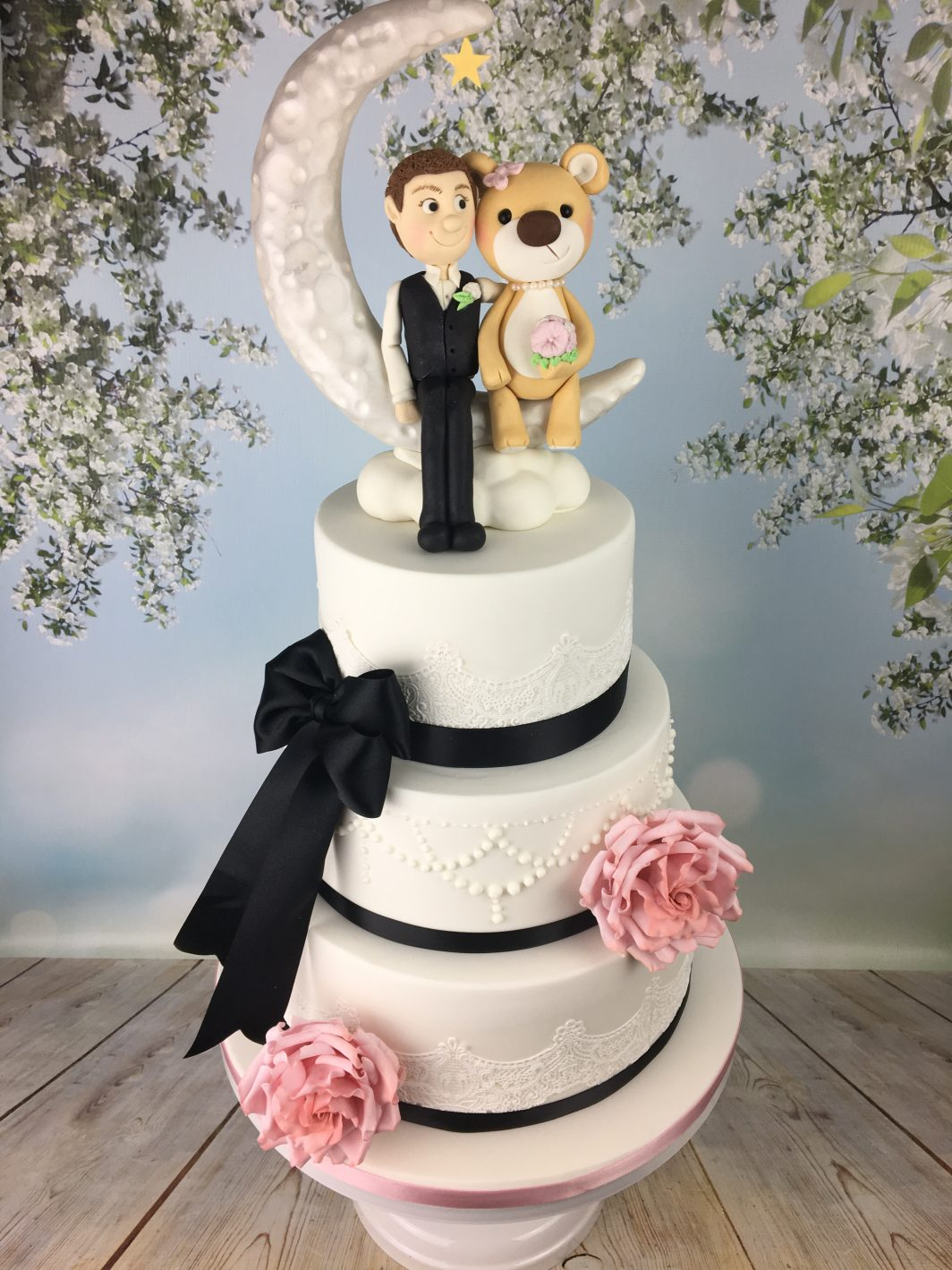 black and pink wedding cake
