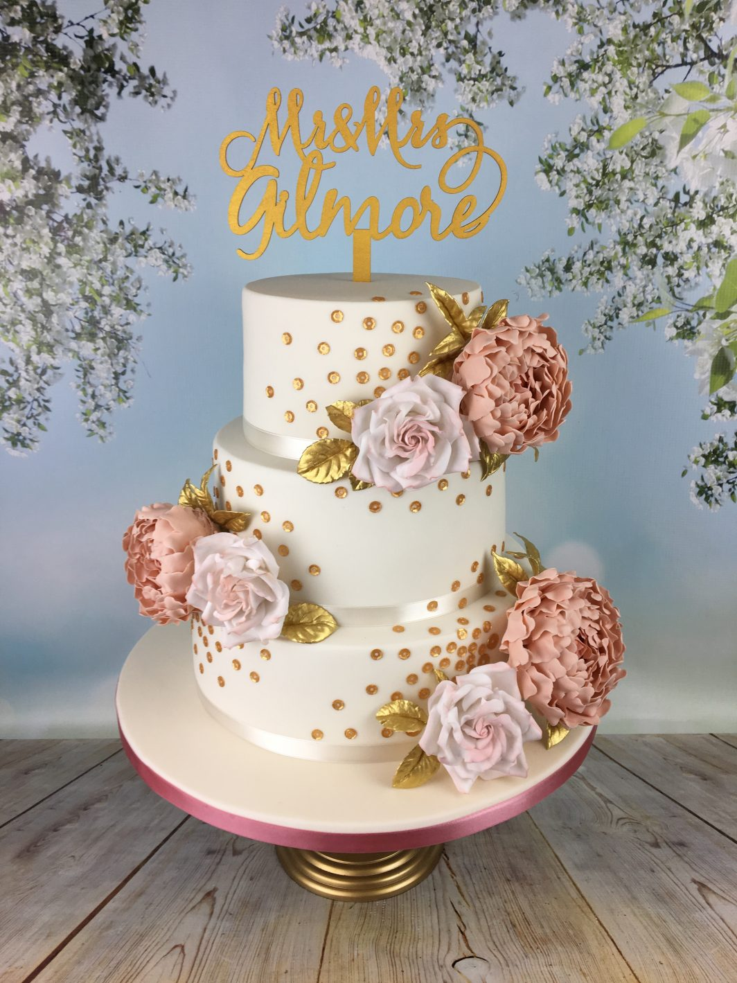 dusky pink roses wedding cake