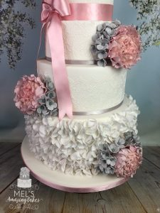 Sugar figures wedding cake