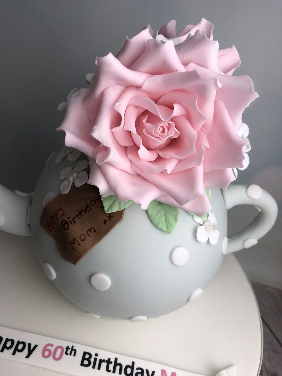 Sugar roses teapot cake